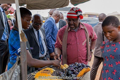 Photo of UNBELIEVABLE!!! GOVERNOR CAUGHT BUYING PEAR AND CORN