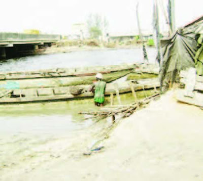 Photo of Shocking!!! Man drinks poison, jumps into Lagos river