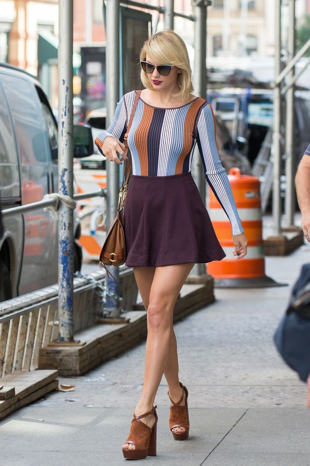 Taylor Swift pays off struggling fan's £4,000 tuition debt