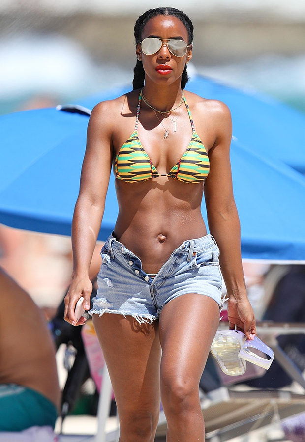 Photo of Photos: Kelly Rowland shows off her perfect bikini body