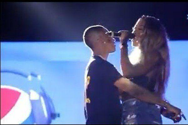 Wizkid kisses Tiwa Savage on stage (watch video)