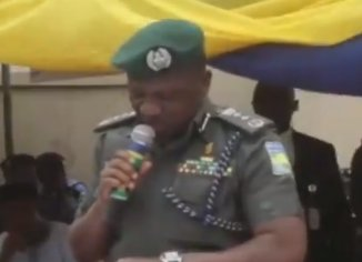 Photo of Watch the trending video of IGP Ibrahim Idris struggling to read his speech: 'Effort at the transmission, commission, omission'