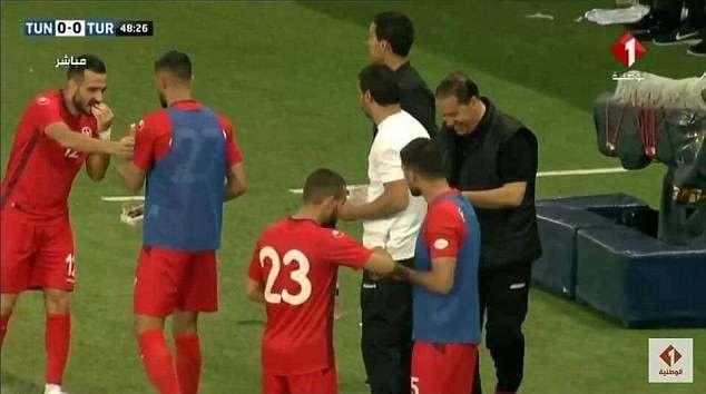 Tunisia, Tunisia goalkeeper 'fakes' injury during World Cup warm-up so his team-mates can break Ramadan fast (Photos/Video)