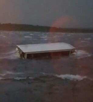 Photo of Missouri Lake Tragedy: Eleven dead, seven injured, five missing as duck-boat carrying 31 capsizes