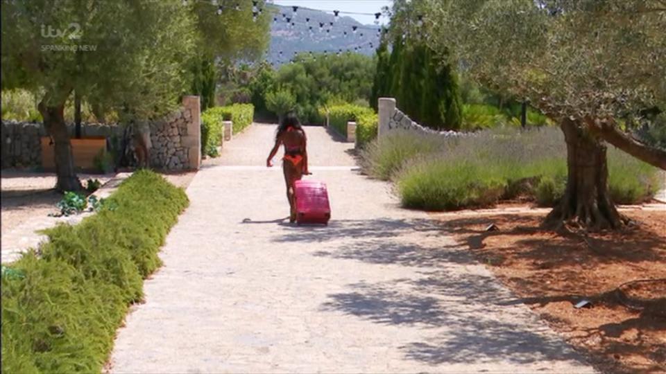 love island, Love Island fans baffled as Samira leaves villa wearing just her bikini pulling a suitcase