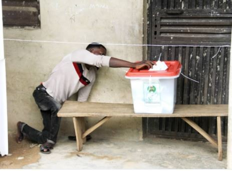 Photo of Osun Governorship Election: Viral photo of a physically challenged man casting his vote in Osun State