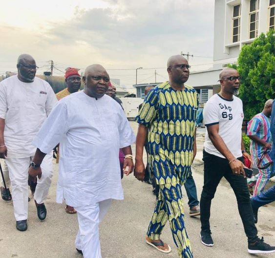 Photo of Fayose finally regains freedom after two weeks in EFCC detention(Photo)