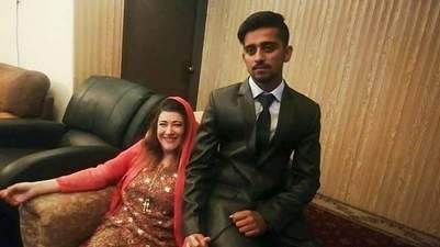 Photo of 41-year-old American woman marries 21-year-old Pakistani student 10 months after meeting on Instagram (photos)