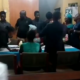 woman refuses to kiss her husband during their court wedding