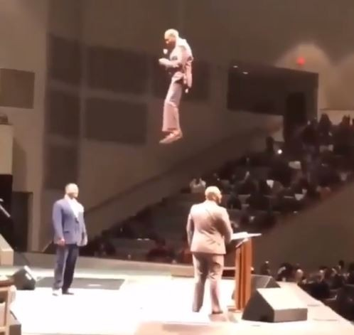 Photo of Pastor shocks his congregation as he appears from the 'sky' during church service (Watch Video)