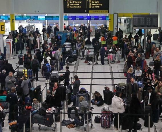 Photo of London's Gatwick airport shuts down for over 20-hours after strange sightings of unknown drones