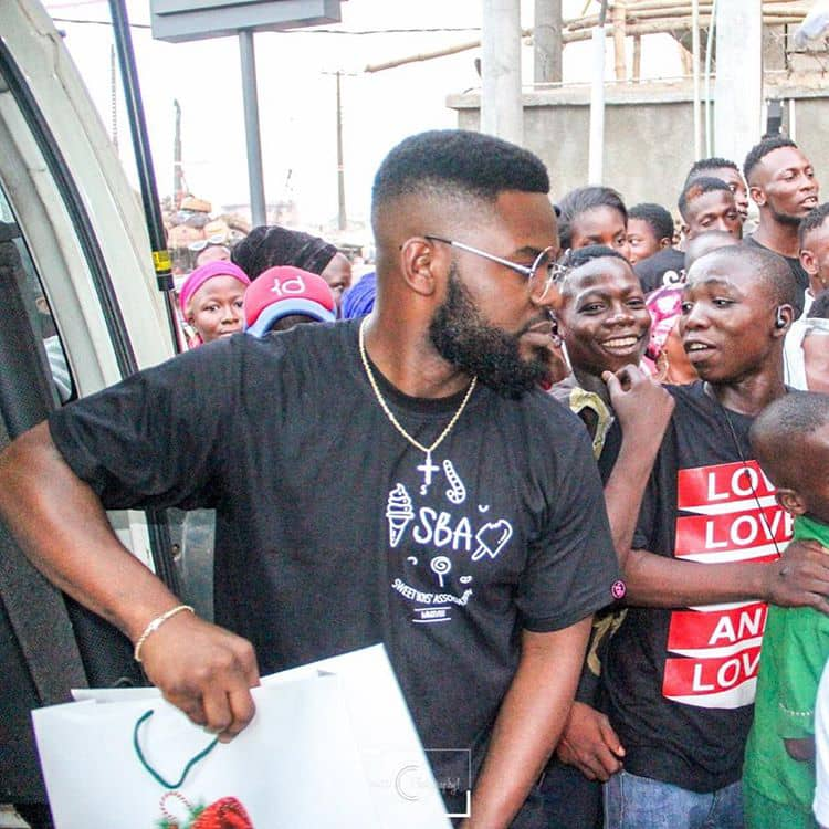 Falz spotted giving Christmas gifts to people (see photos)