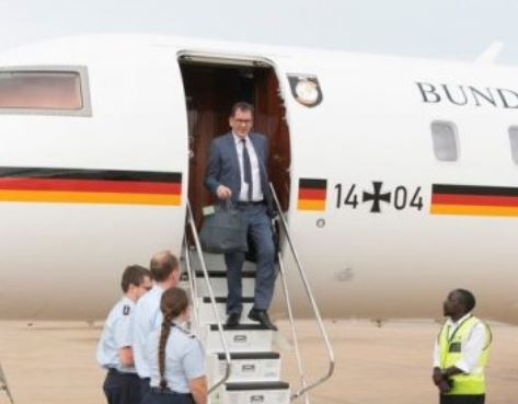 Photo of German minister, Gerd Mueller stranded in Zambia after plane breaks down