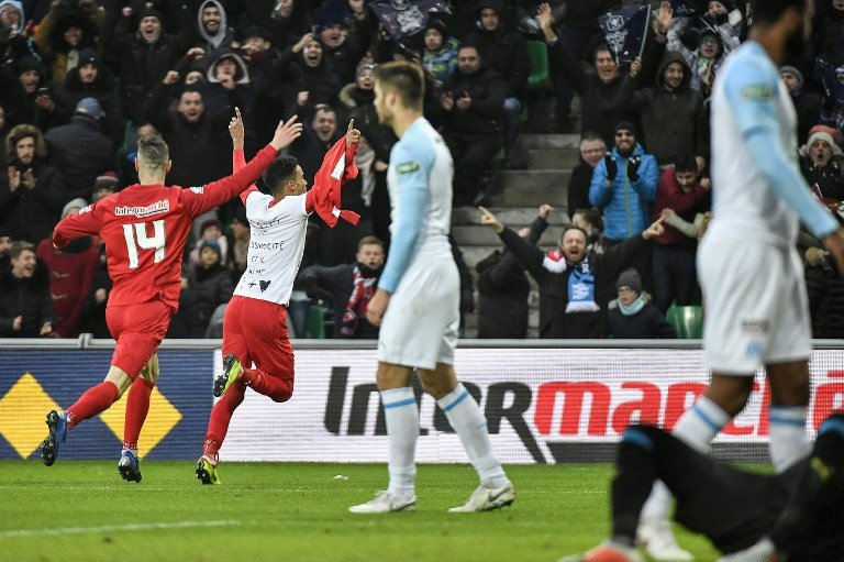 Photo of Marseille suffer cup humiliation to fourth-division Andrezieux