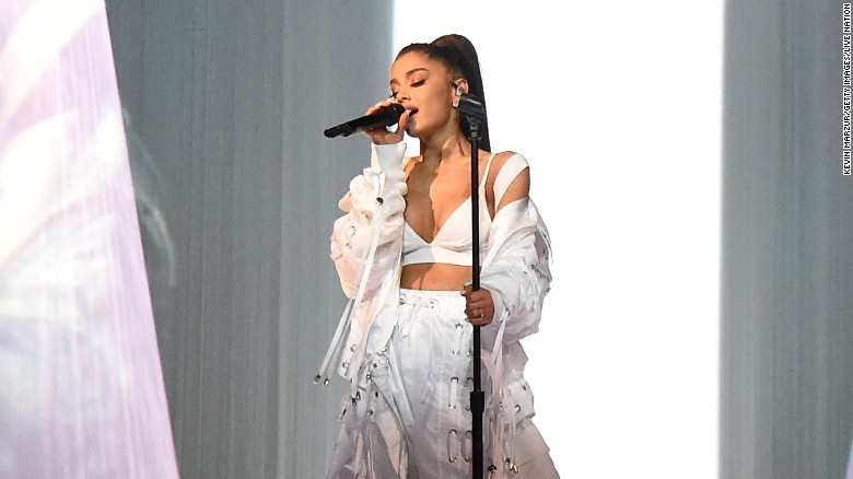 Photo of Ariana Grande pulls out of 2019 Grammy Awards