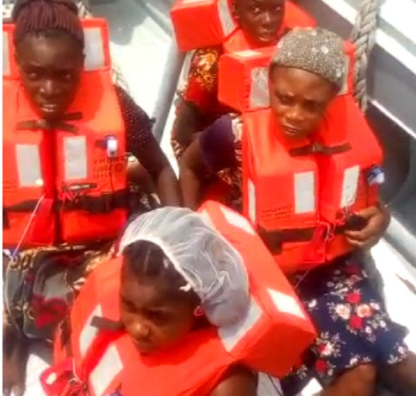 Photo of Navy rescues 2-month old baby, 11 others from drowning in Rivers