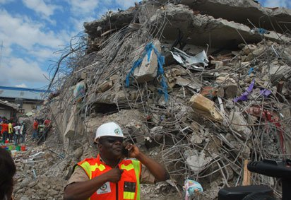 Photo of Dozens trapped as building collapses in Ibadan