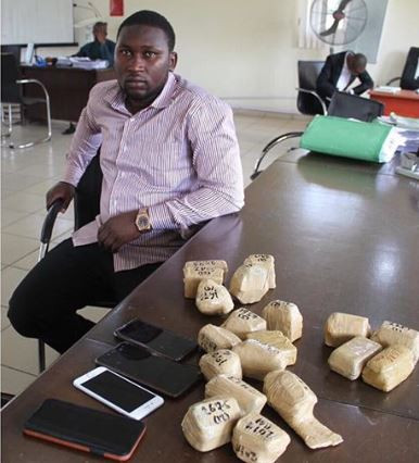 Photo of EFCC arrests man with 19 wraps of raw gold at Lagos airport