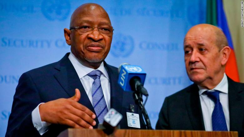 Photo of Mali's prime minister and his entire government resign
