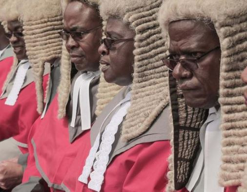 Photo of Zimbabwean govt under fire after spending thousands of dollars to import judges' wigs from UK
