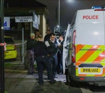 Photo of Masked gunman fires shot at London mosque during Ramadan prayers