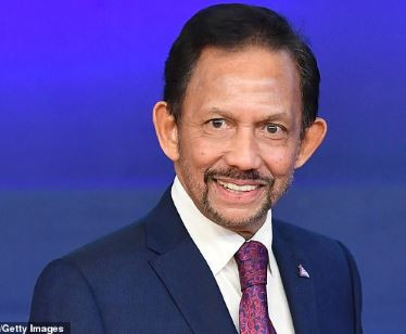 Photo of Sultan of Brunei rescinds his decision to enforce the death penalty for gay sex