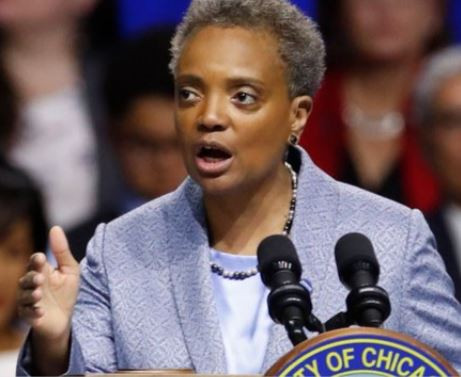 Photo of Chicago Mayor permanently bans ICE from gaining access to police databases ahead of immigration raids