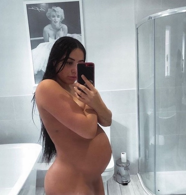 British actress poses completely nude to show off her baby bump, British actress poses completely nude to show off her baby bump, Premium News24