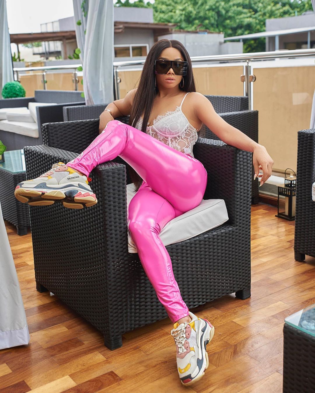 Photo of Toke Makinwa flaunts her curvy backside in new photos