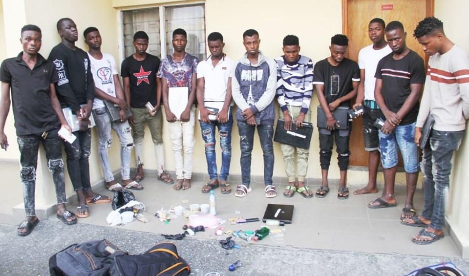 Photo of EFCC arrest 12 fraudsters at Yahoo Yahoo School