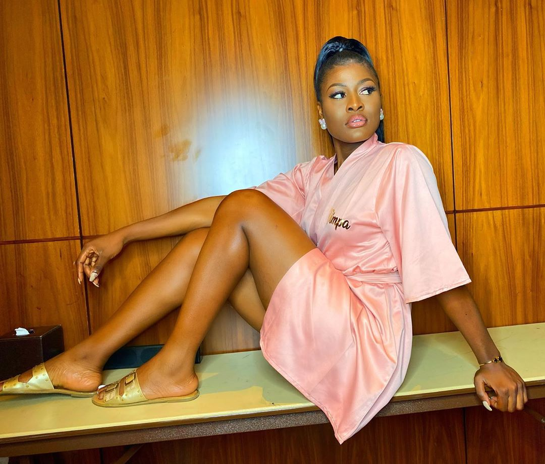 Photo of Alex Unusual fires fan who accused her of being an hypocrite