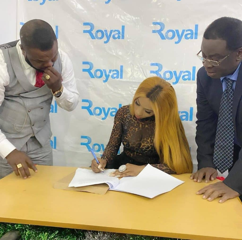 Photo of Mercy Eke signs endorsement deal with Sims Nigeria