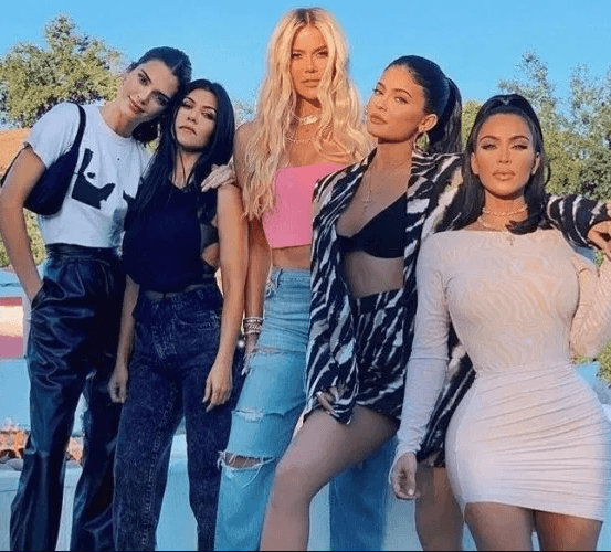 Photo of Kourtney Kardashian threatens to leave KUWTK and adds that she's not happy