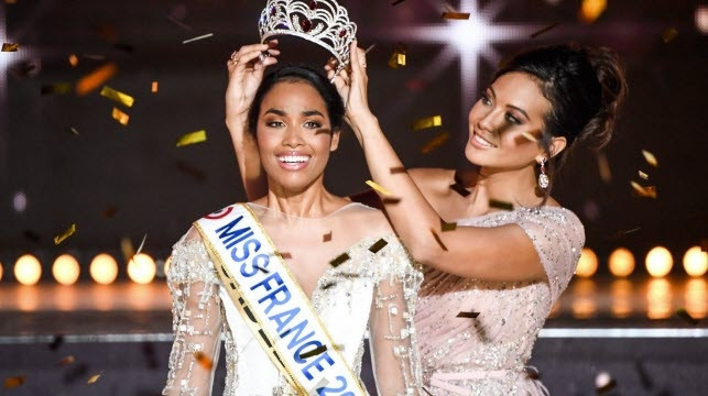 Photo of Clémence Botino wins Miss France 2019 edition