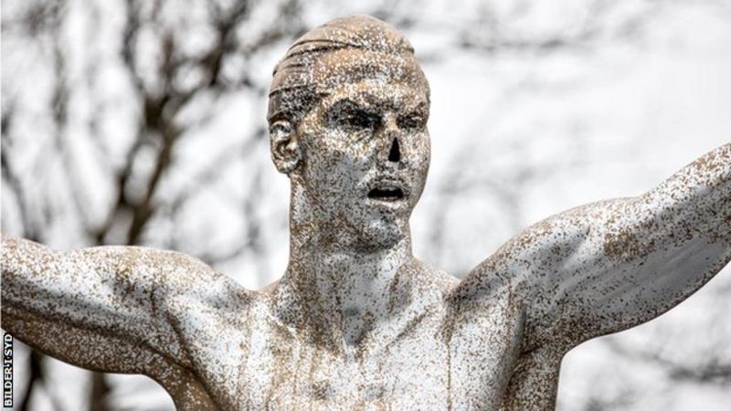 Photo of Zlatan Ibrahimovic statue has nose cut off by vandals