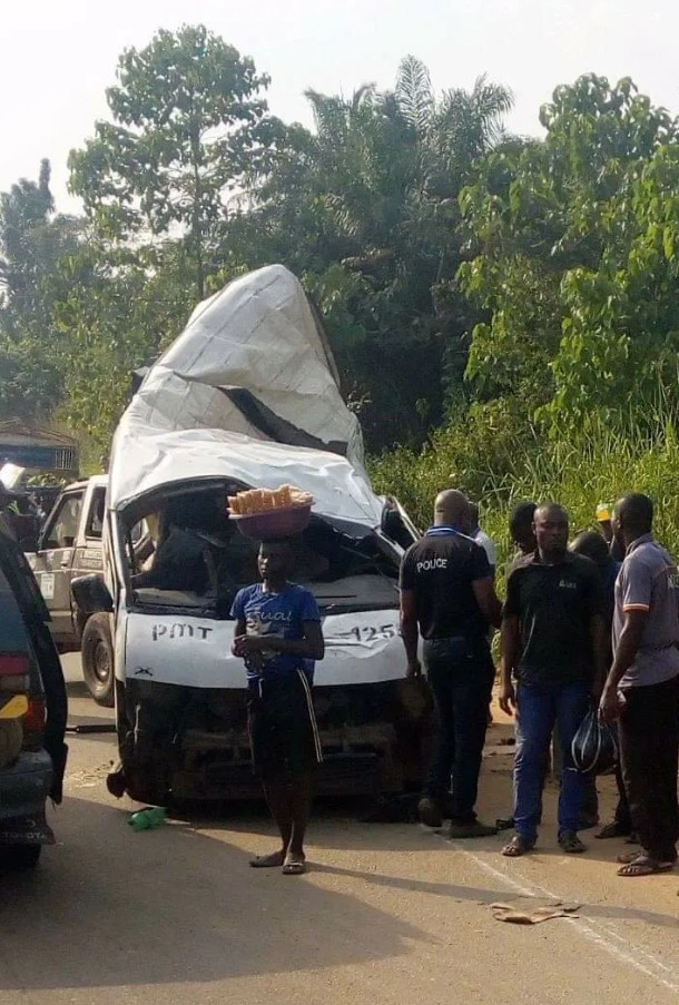 Photo of 18 passengers reportedly die as Peace Mass Transit bus suffers accident along the Benin-Ore road
