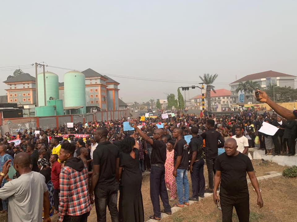 Photo of PDP members stage protest over Supreme court judgement sacking Emeka Ihedioha as Imo state governor