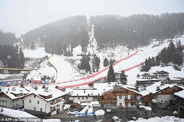 Photo of Six people killed and 11 injured after car hits crowd of German tourists in Italian ski resort