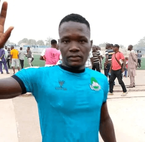 Photo of Nasarawa United player, Chieme Martins slumps and dies after colliding with another player during football match (photos/video)