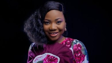 Photo of Gospel singer, Mercy Chinwo receives backlash over seductive dressing