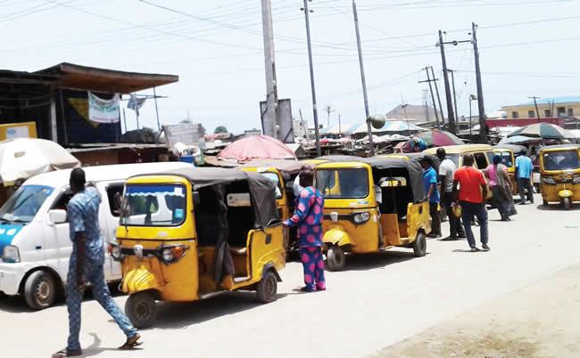 Photo of Communities in Lagos, FCT, Ogun ignore Buhari's lockdown order