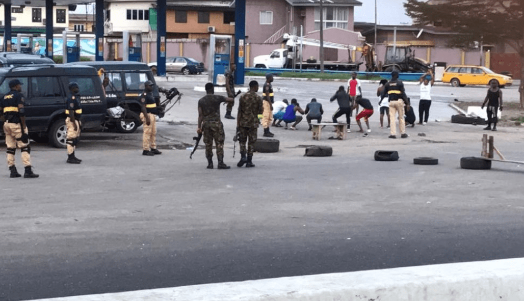 Photo of Nigerian soldiers punish Lagos residents after coming out to exercise despite lockdown order