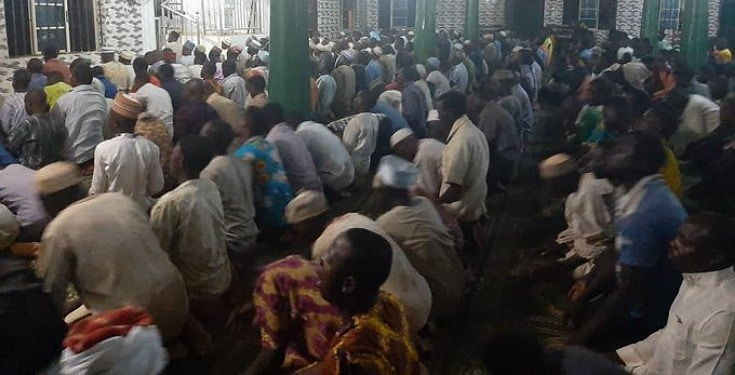 Angry Muslims observing their prayers at Mosque attack Lagos state govt Coronavirus taskforce