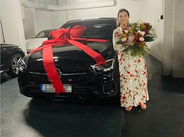 Photo of Cristiano Ronaldo buys his mother a brand new Mercedes