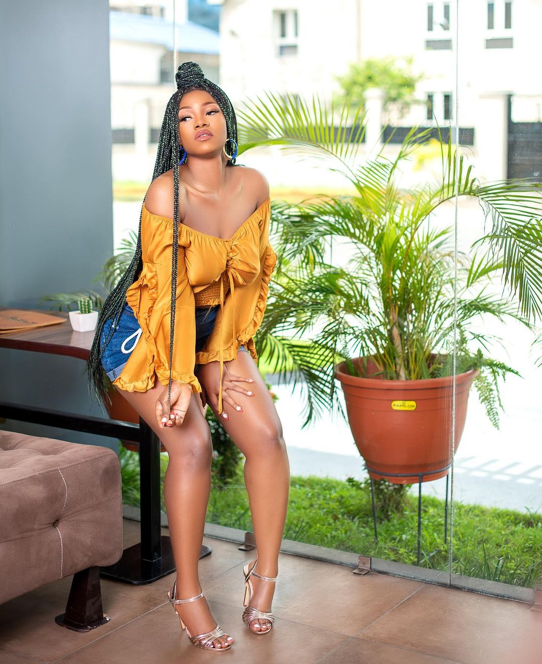 Tacha flaunts her curves to show what her future husband is missing